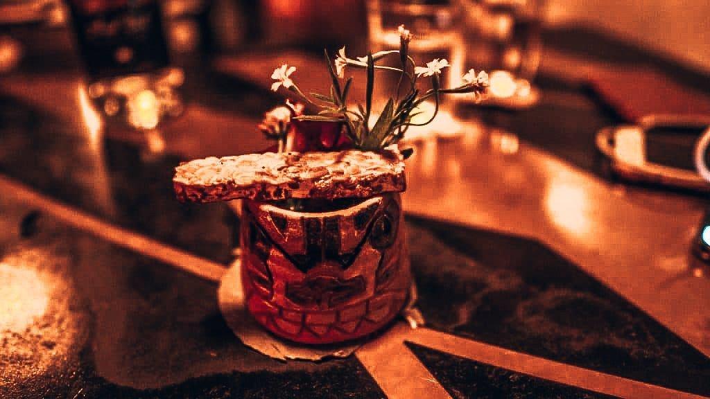 Cocktails drinken bij Native, speakeasy Singapore, Alles over gin.