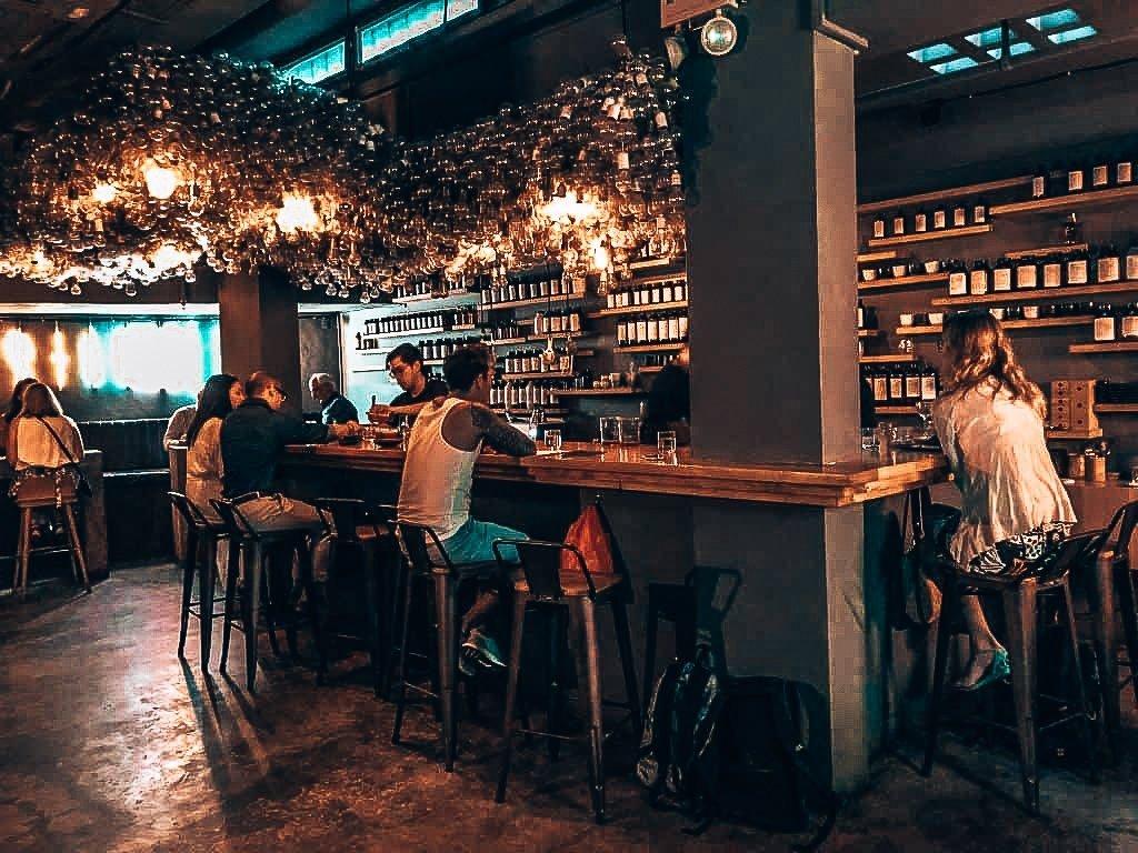 Operation Dagger, speakeasy Singapore, Alles over gin.
