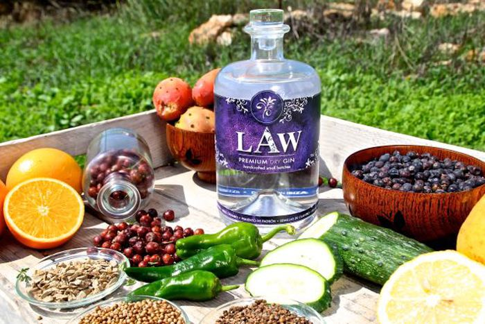LAW Gin met botanicals, Alles over gin.