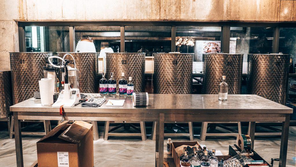 Gin productie bij Schouten Distillery distilleerderij, Alles over gin..jpg