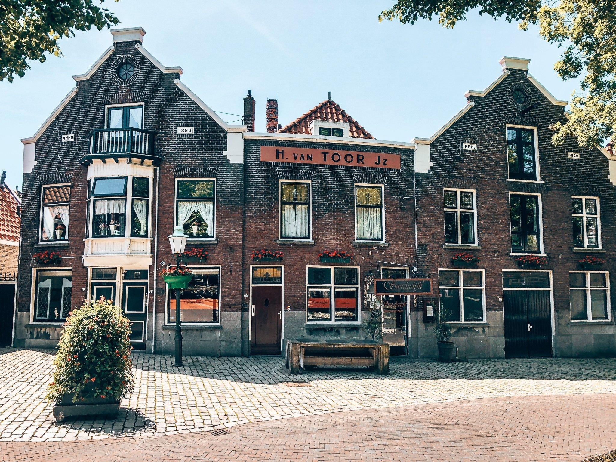 Voormalige Van Toor Distilleerderij, Alles over gin.