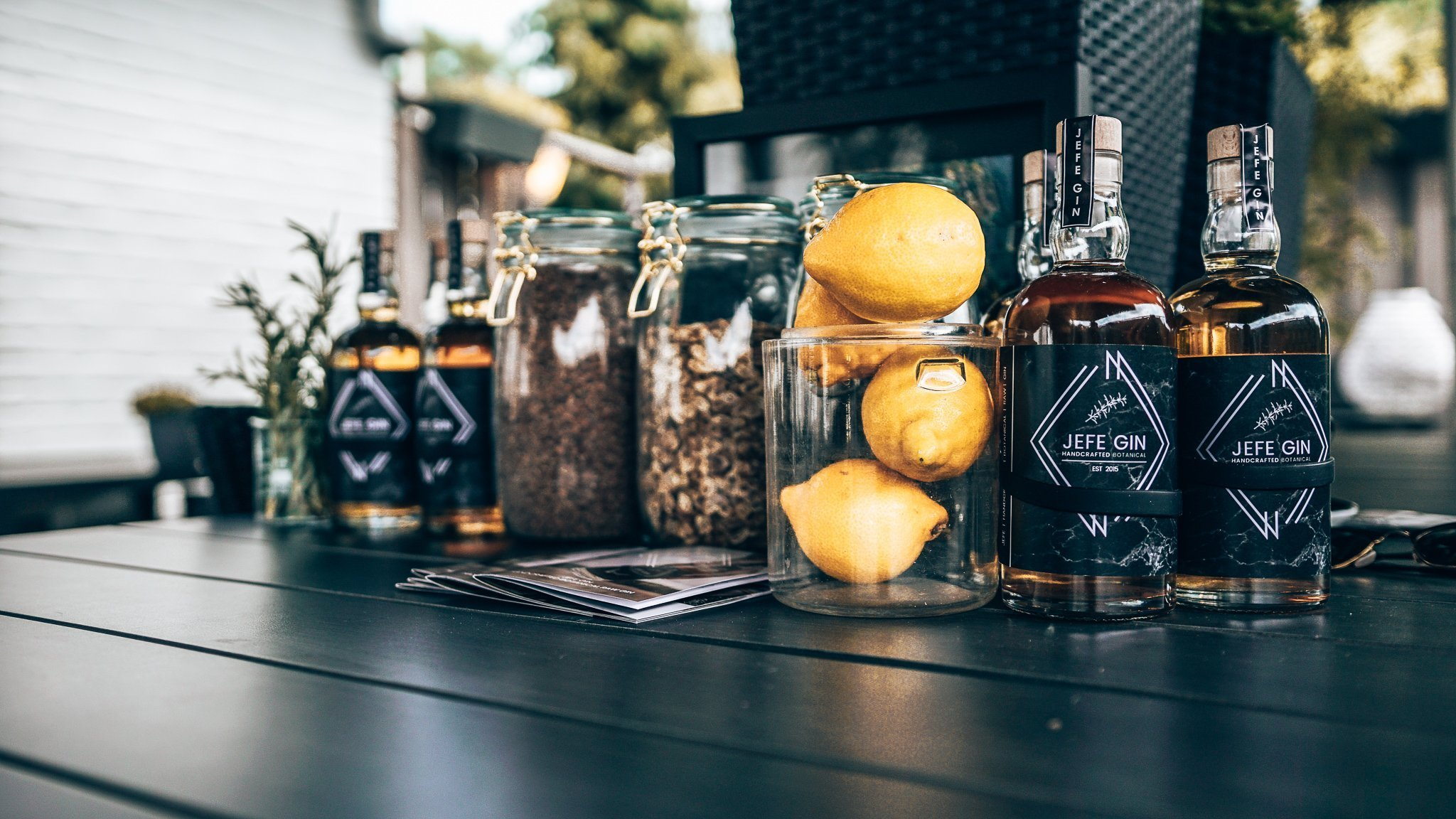 JEFE Gin met botanicals, Alles over gin.