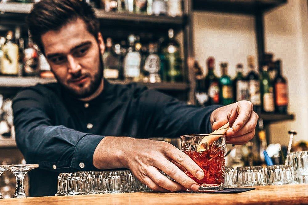 Bartender Razmataz, Amsterdam, Alles over gin.