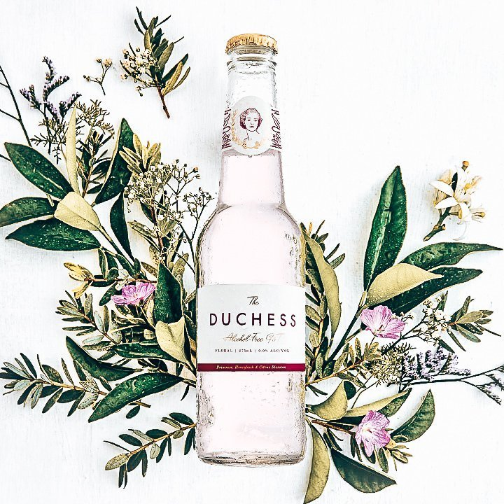 The Duchess Floral, met botanicals, Alles over gin.