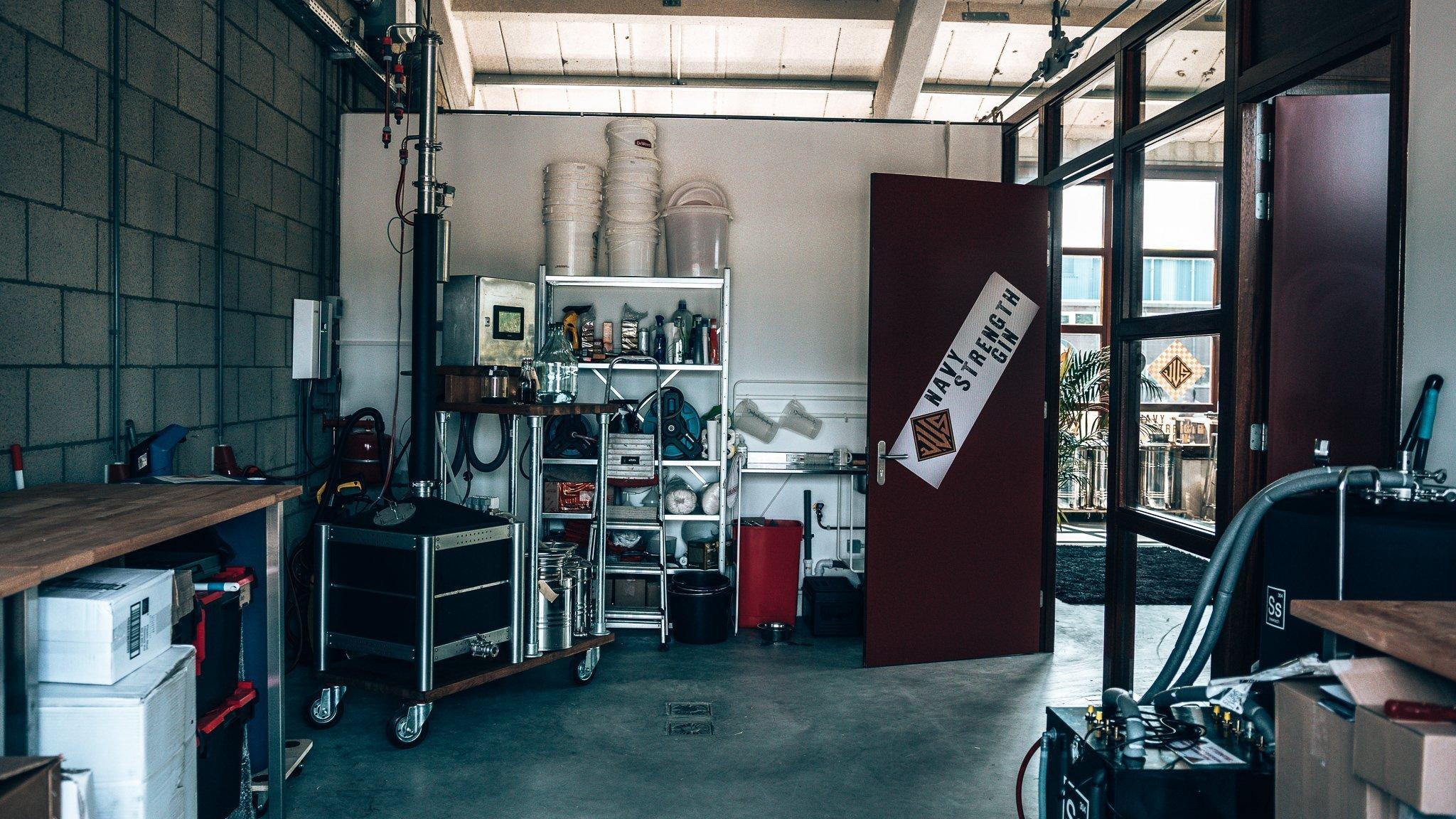 Distilleerketel van Driftwood Distillery, Vliegkamp Valkenburg, Alles over gin.