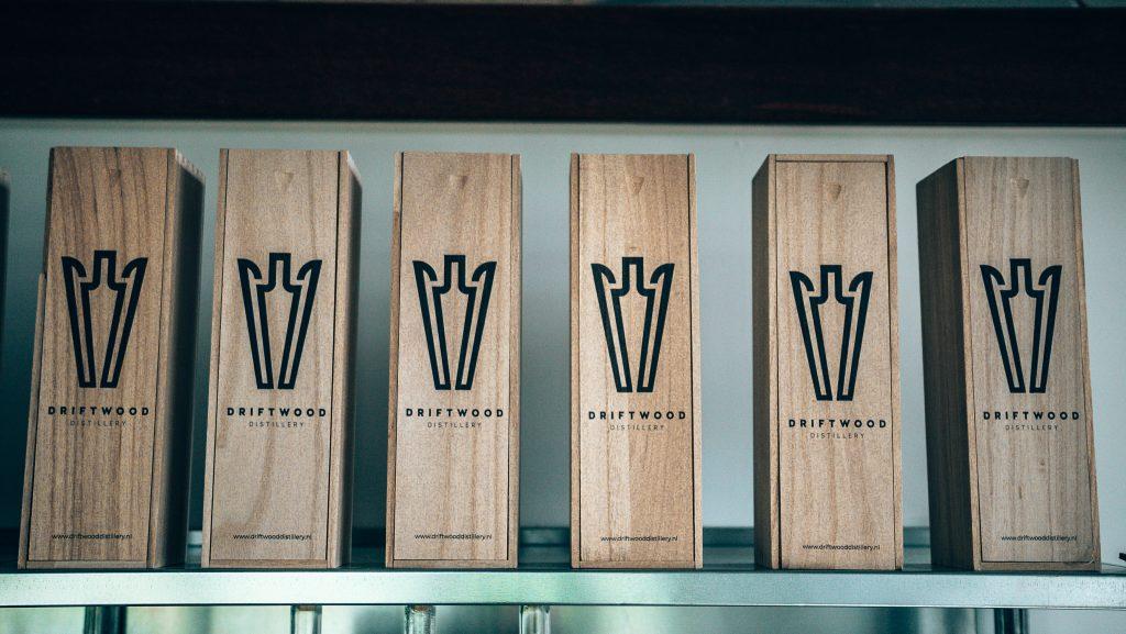 Een kijkje in de keuken bij Driftwood Distillery, Geschenkverpakking, Alles over gin..jpg