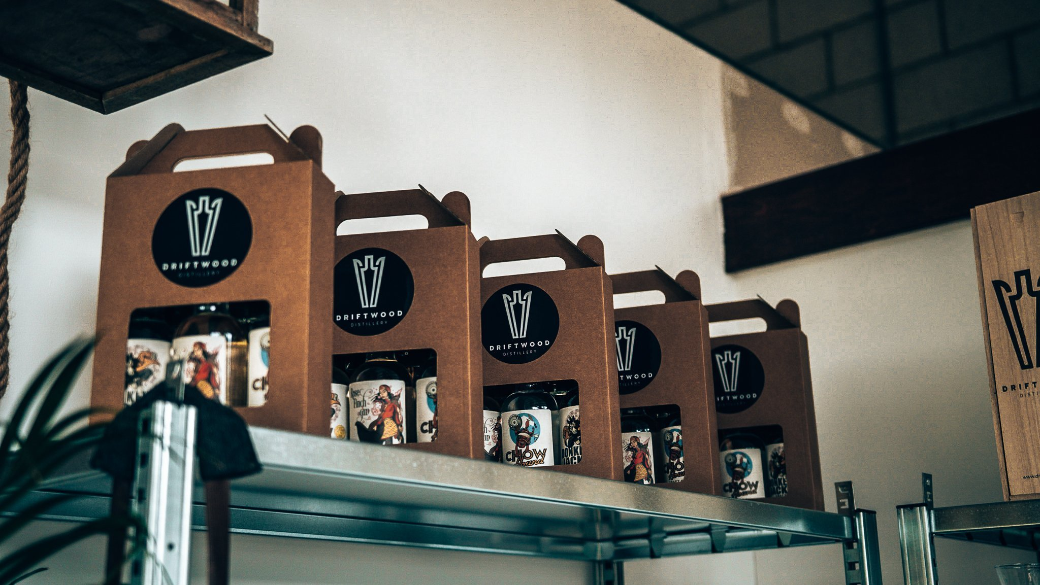 Geschenkverpakkingen Driftwood Distillery Gin, Vliegveld Valkenburg, Alles over gin.