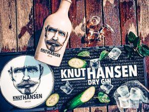 Knut Hansen met botanicals, Alles over gin.