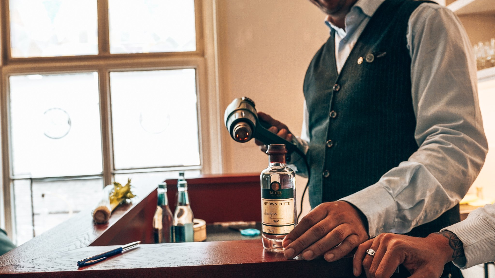 Eigen gin dichtbranden, workshop gin maken, Distilleerderij Rutte, Alles over gin.