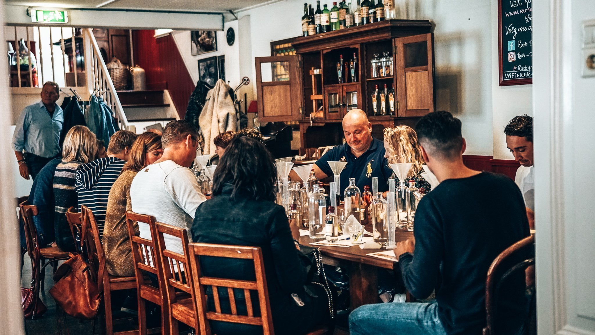Experimenteren met smaken, workshop gin maken, Distilleerderij Rutte, Alles over gin.