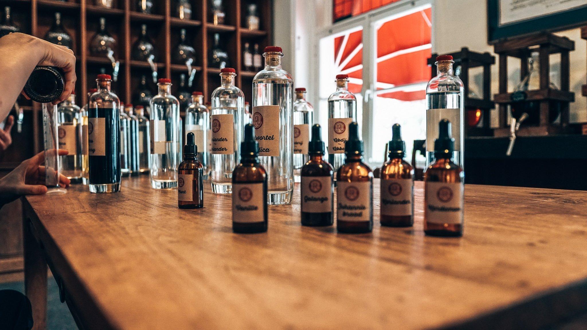 Verschillende tincturen, workshop gin maken, Distilleerderij Rutte, Alles over gin.
