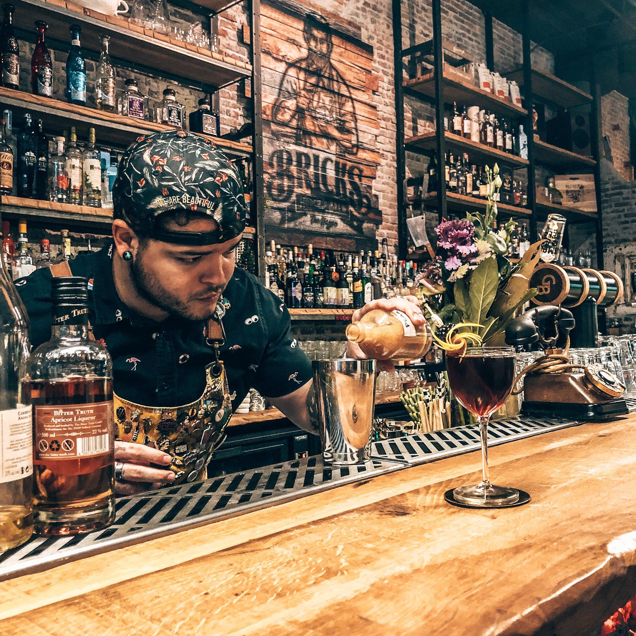 Taste experience bij Bricks Hooch & Brew, Den Haag, Alles over gin.