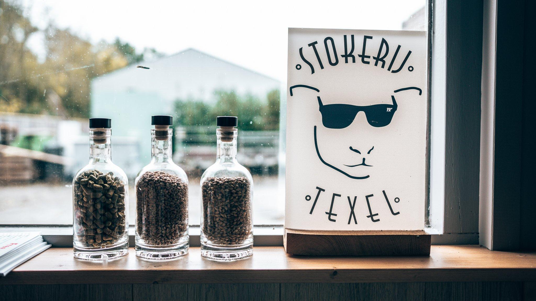 Botanicals en logo Stokerij Texel, Alles over gin.