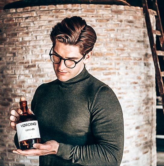 Thomas Vording met Vordings Genever, Alles over gin.