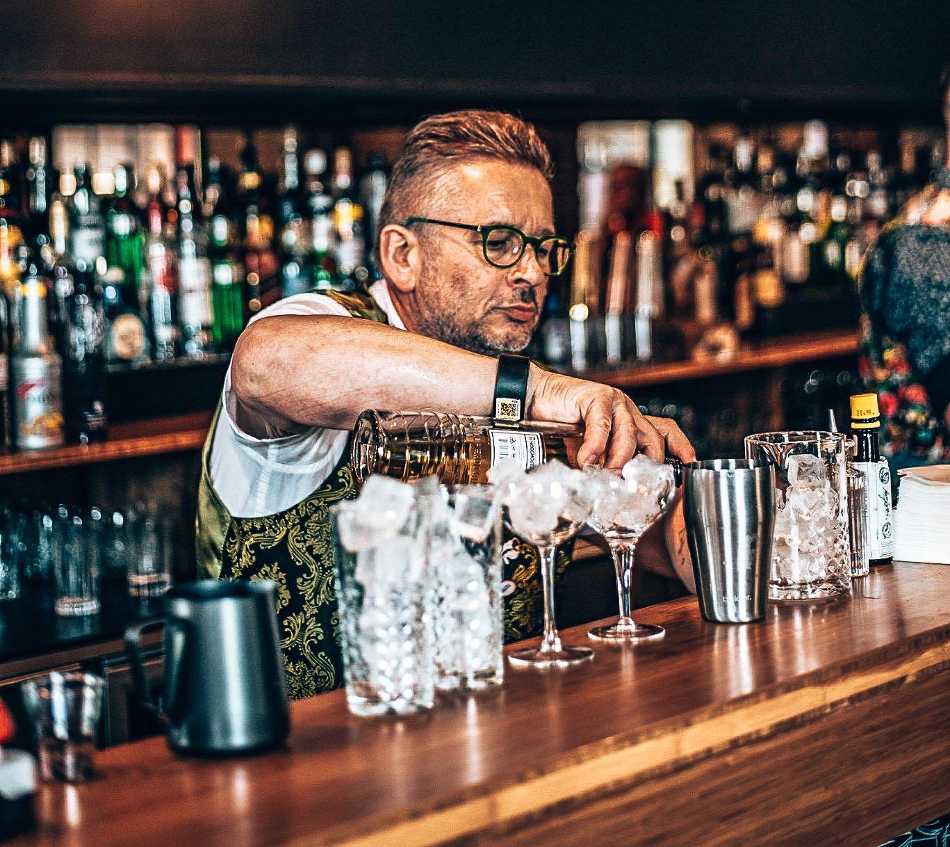 Anton Menkveld, MixxiM Lounge, Alles over gin.