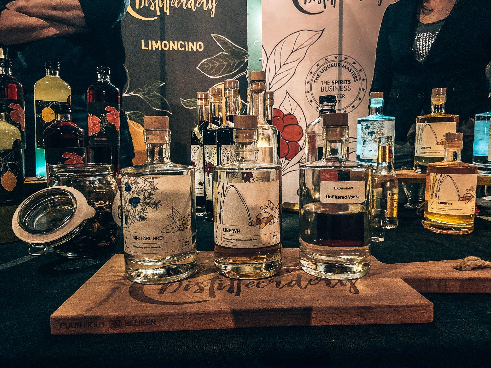 Distillaten van De Kleine Distilleerderij, Alles over gin., Binnenlands Gedistilleerd