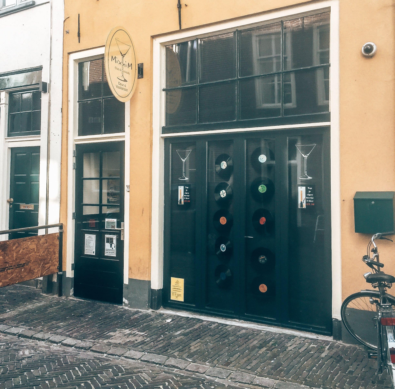 Het pand van Mixxim Lounge, Zutphen, Alles over gin.