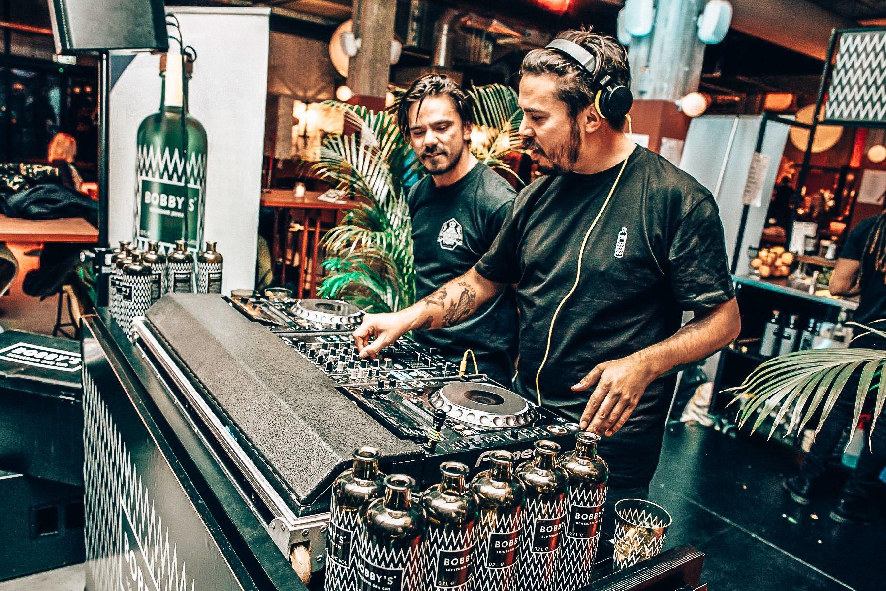 Bobby's on tour, Bobby's Schiedam Dry Gin, Alles over gin.