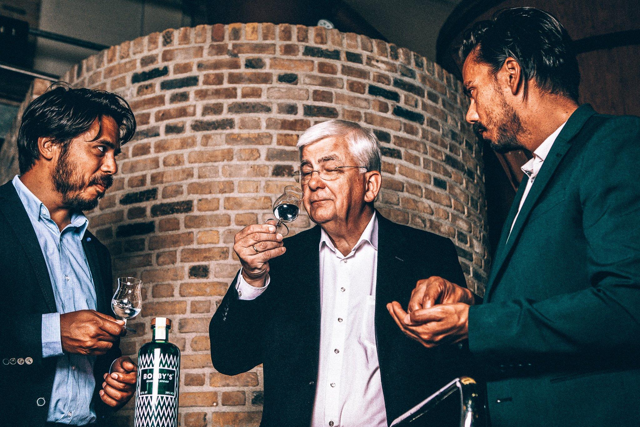 Sebastiaan en David bij Herman Jansen, Bobby's Schiedam Jenever, Alles over gin.