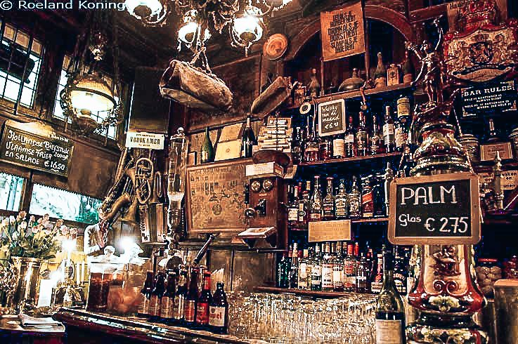 Café De Dokter in Amsterdam, favoriet van Rob Rademakers, Alles over gin.