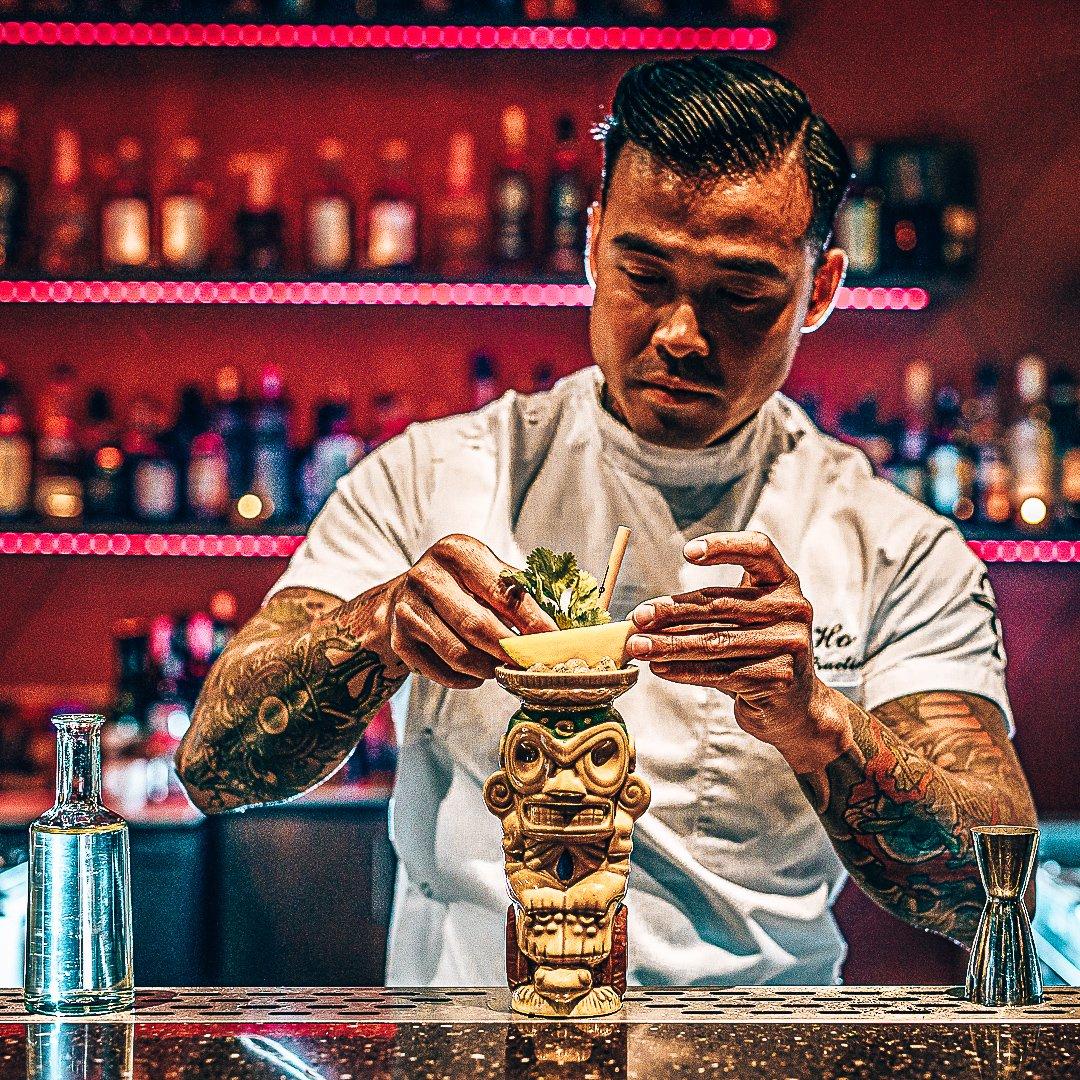 Chi-ho in een bar, Rotterdam, cocktails maken, Gino van Meenen, Alles over gin.