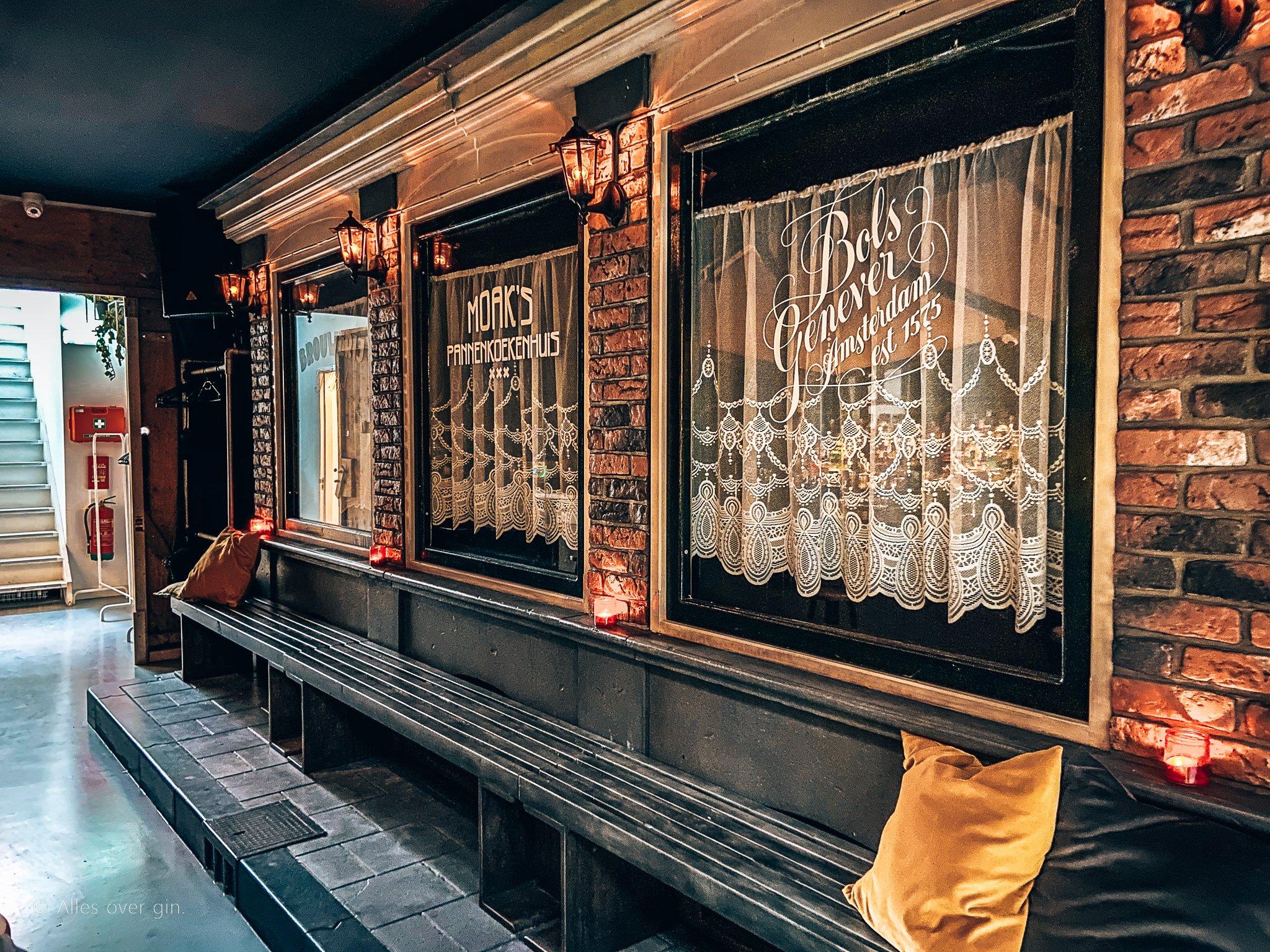 Bar Mokum, cocktailbar in een straat in Amsterdam, Alles over gin.
