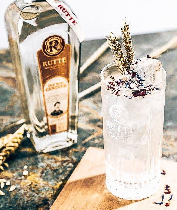 Distilleerderij Rutte cocktails, Bee's Wings, Alles over gin.