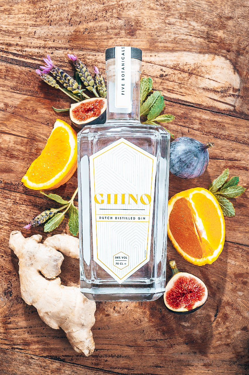 Ghino Gin fles met botanicals, Alles over gin.
