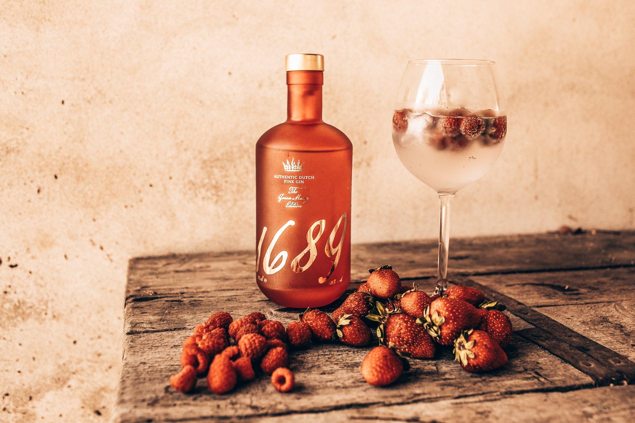 Gin 1689 Pink Gin, met aardbeien en frambozen, Alles over gin.