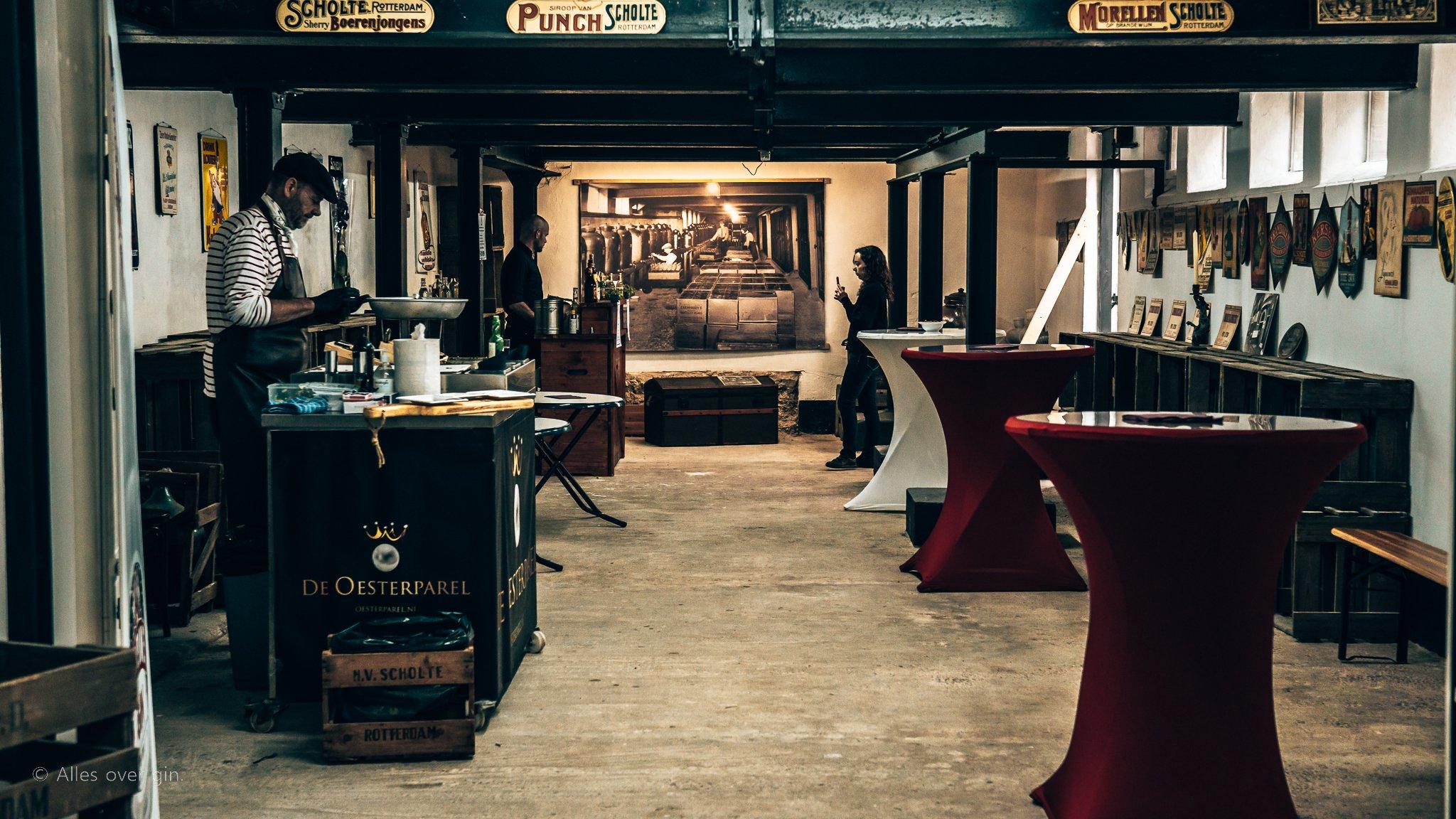 Lageringskelder bij Distilleerderij Van Toor, Alles over gin.
