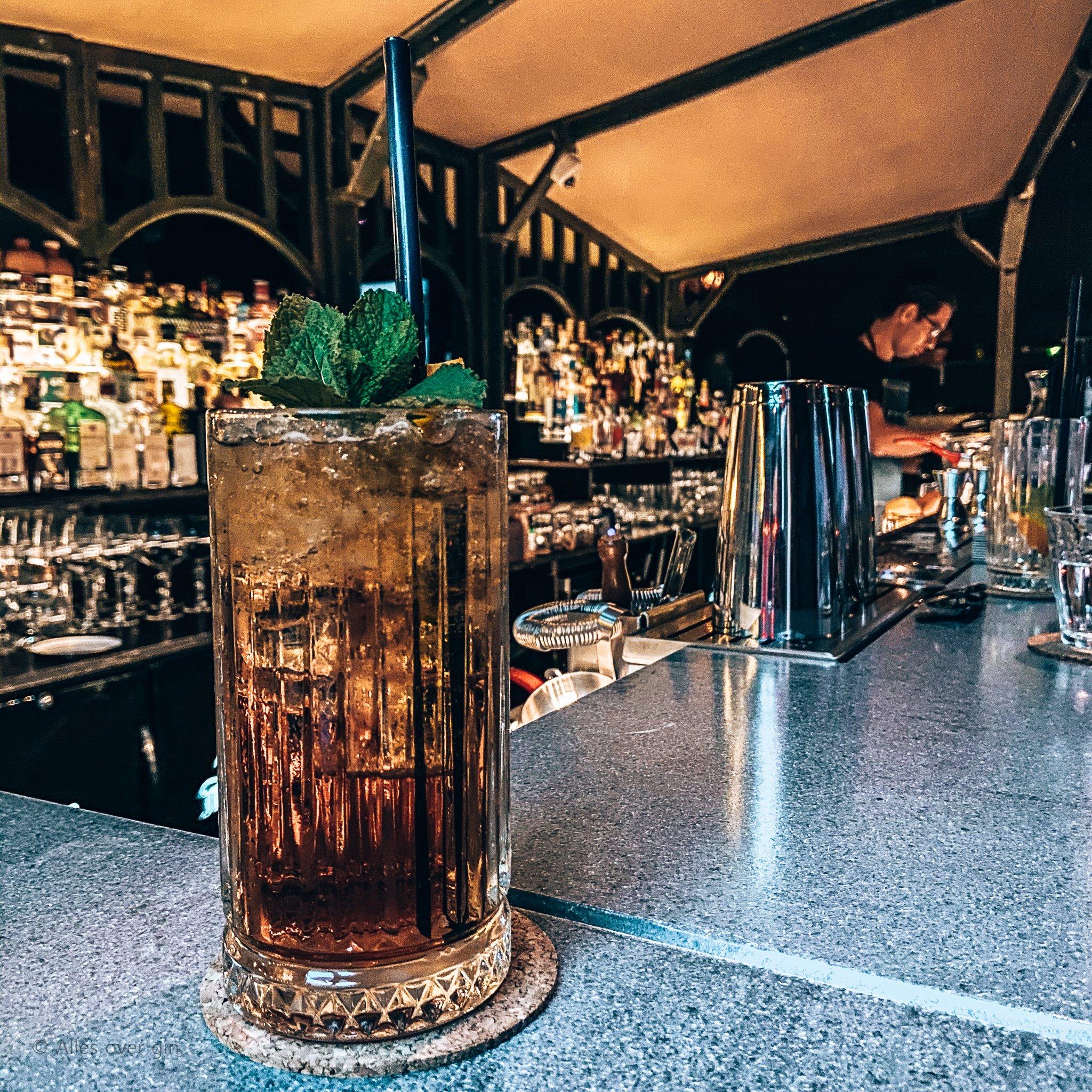 Leroy Soumokil, Founder van Bar Mokum in Amsterdam, Alles over gin.