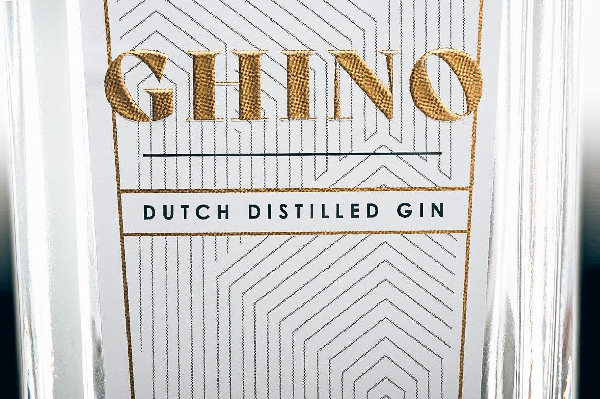 Logo en label van Ghino Gin, Alles over gin.