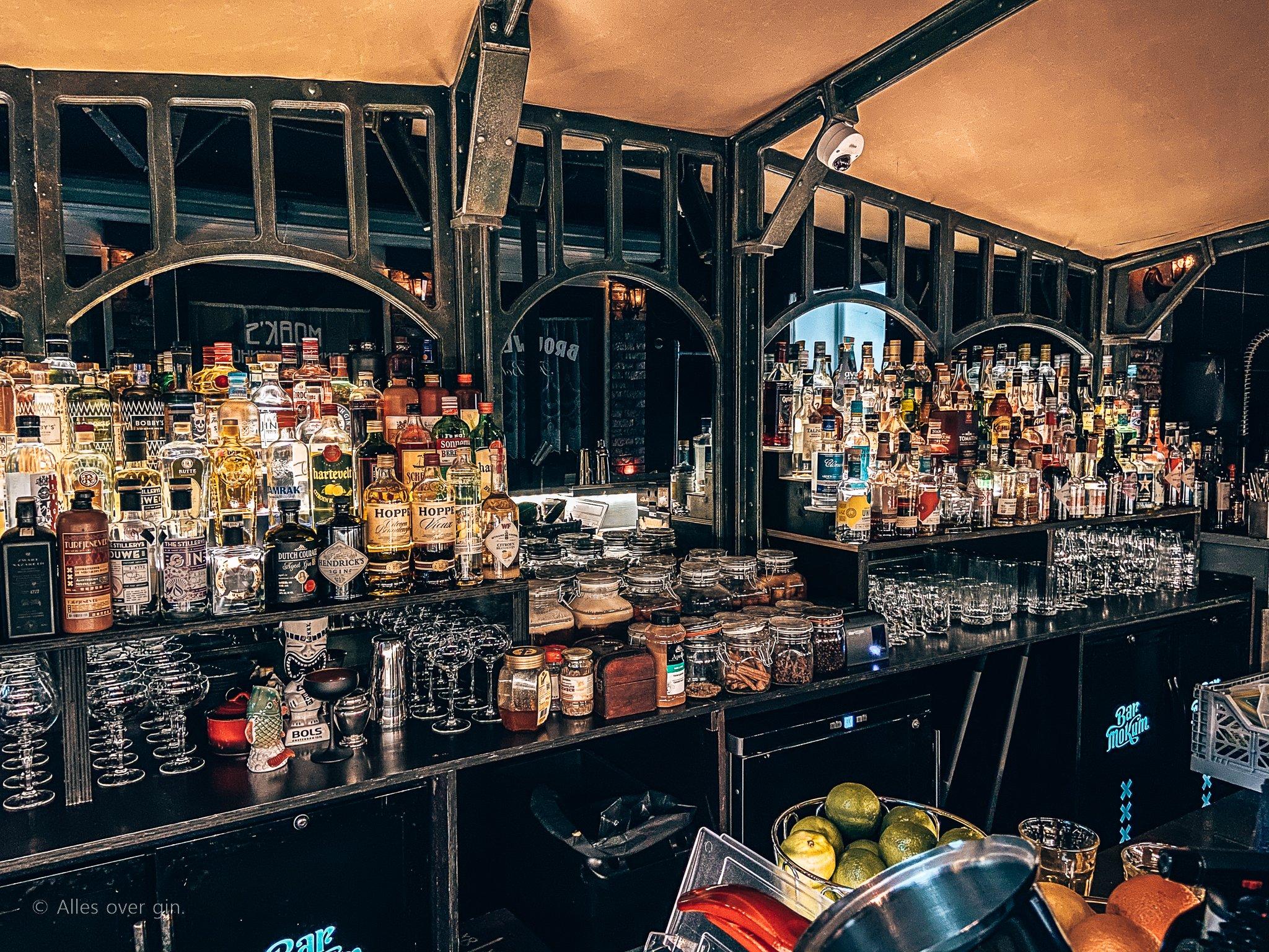 Nederlandse distillaten bij Bar Mokum, Amsterdam, Alles over gin.