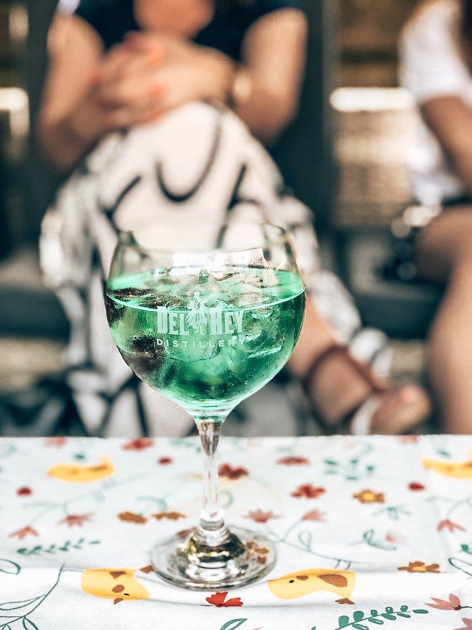 Perfect serve met DelRey Tangerine Saffron Gin, DelRey Distillery, Alles over gin.