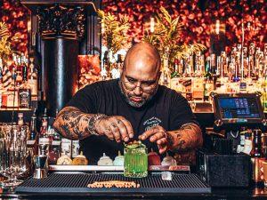 A bartender's story met Erikson Almeida Lima in de hoofdrol, Alles over gin.
