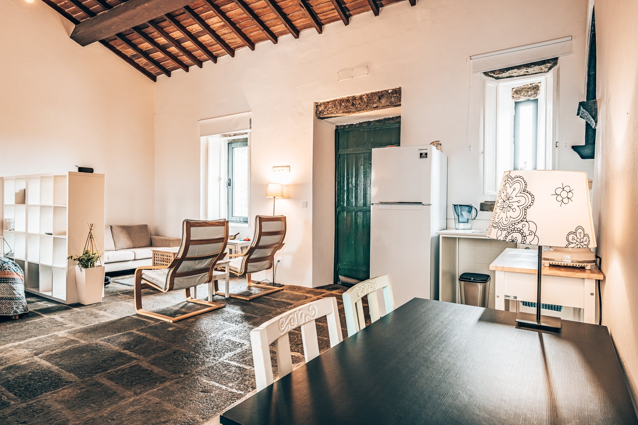 Binnenkijken bij een cottage van Solar Branco Eco Estate, Azoren, Alles over gin.