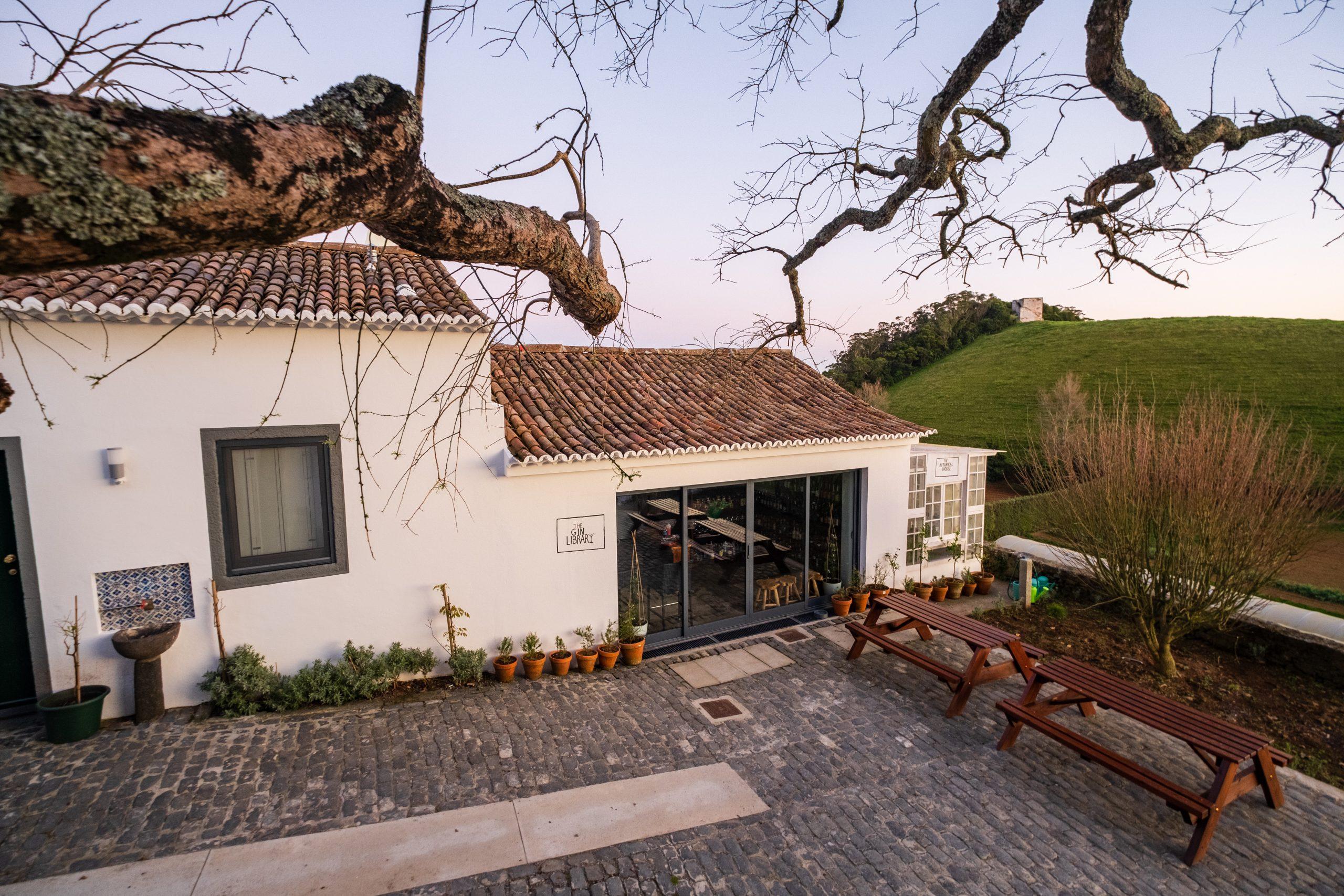 The Gin Library en Botanical House, Solar Branco Eco Estate, Alles over gin.