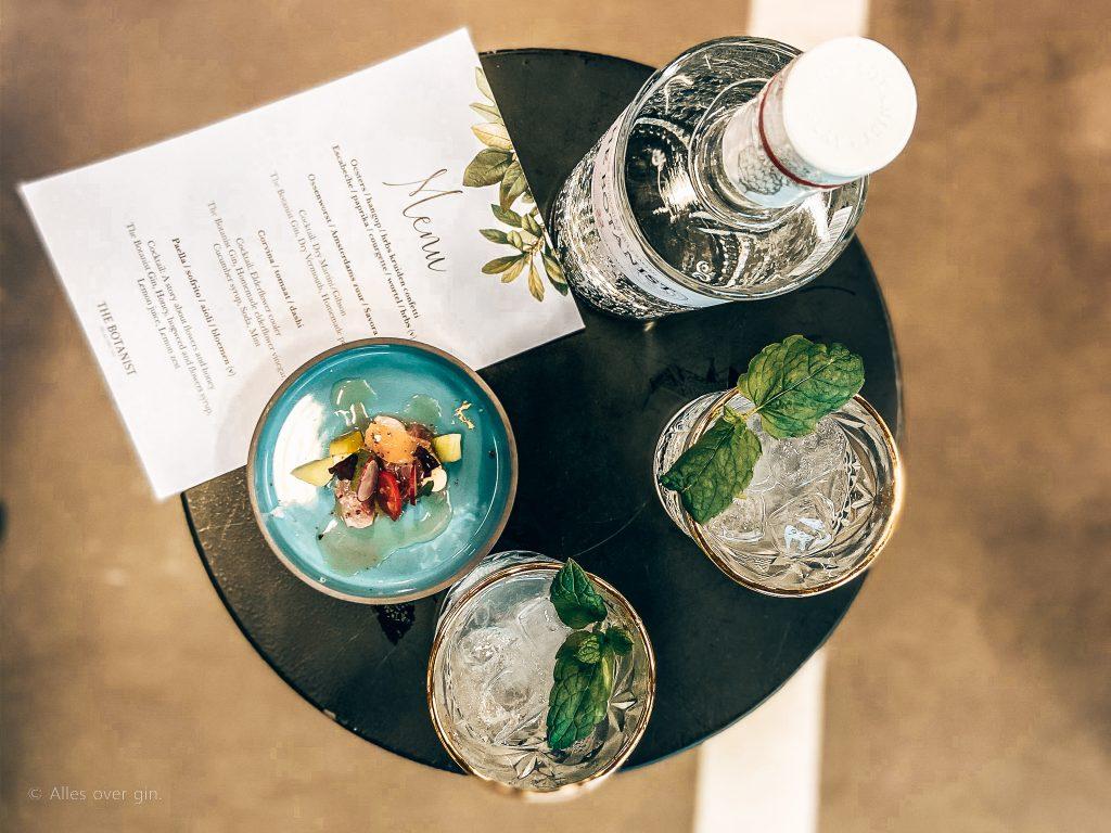 Elderflower cooler, gin cocktail The Botanist Gin, Alles over gin.