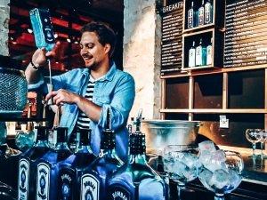 Het persoonlijke verhaal achter bartender Michael Ziengs, Alles over gin.