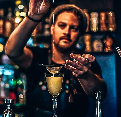 Michael Ziengs, Bartender, personal serve, Alles over gin.