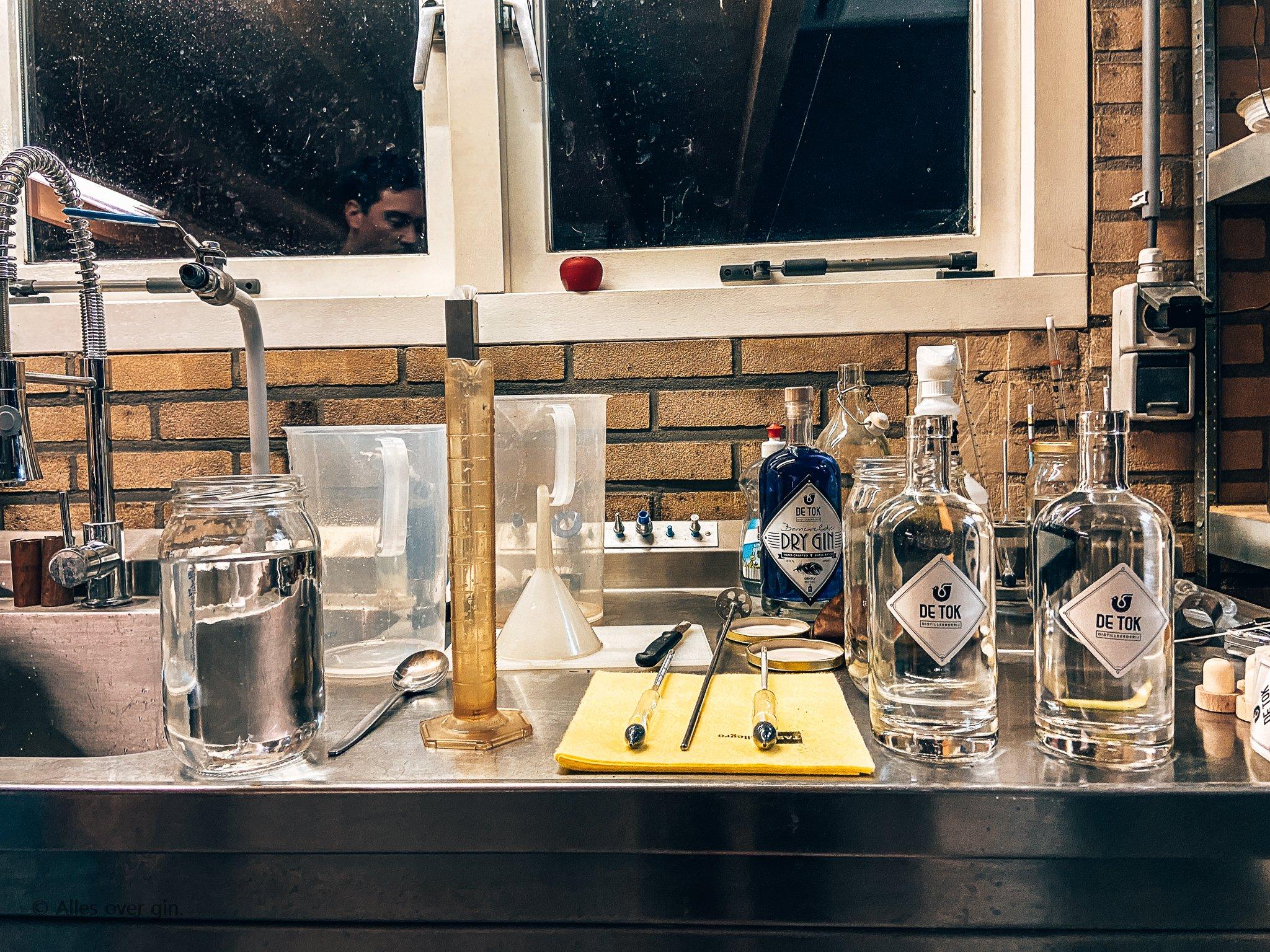 Gin workshop De Tok Distilleerderij, Barneveld, alcoholpercentage bepalen, Alles over gin..jpg