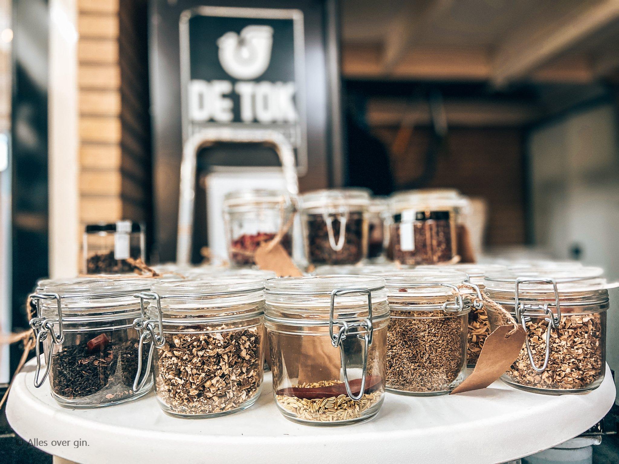 Gin workshop De Tok Distilleerderij, Barneveld, botanicals uitkiezen, Alles over gin.