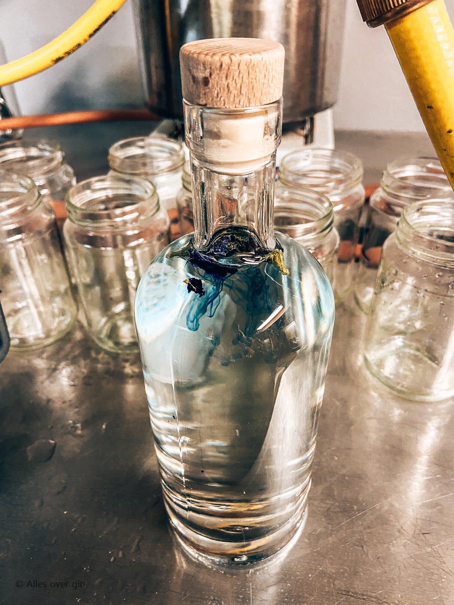 Gin workshop bij De Tok Distilleerderij, Kittelbloem stap 2, Alles over gin..jpg