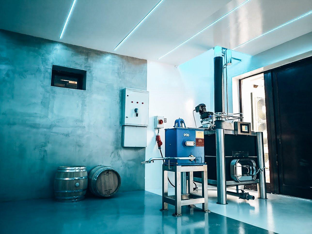 Distilleerketel van Seven Hills Distillery, Tokaj GIN, Alles over gin.