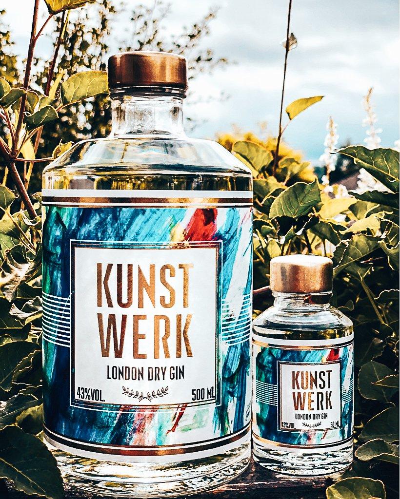 Kunstwerkgin flessen in twee formaten, Alles over gin.
