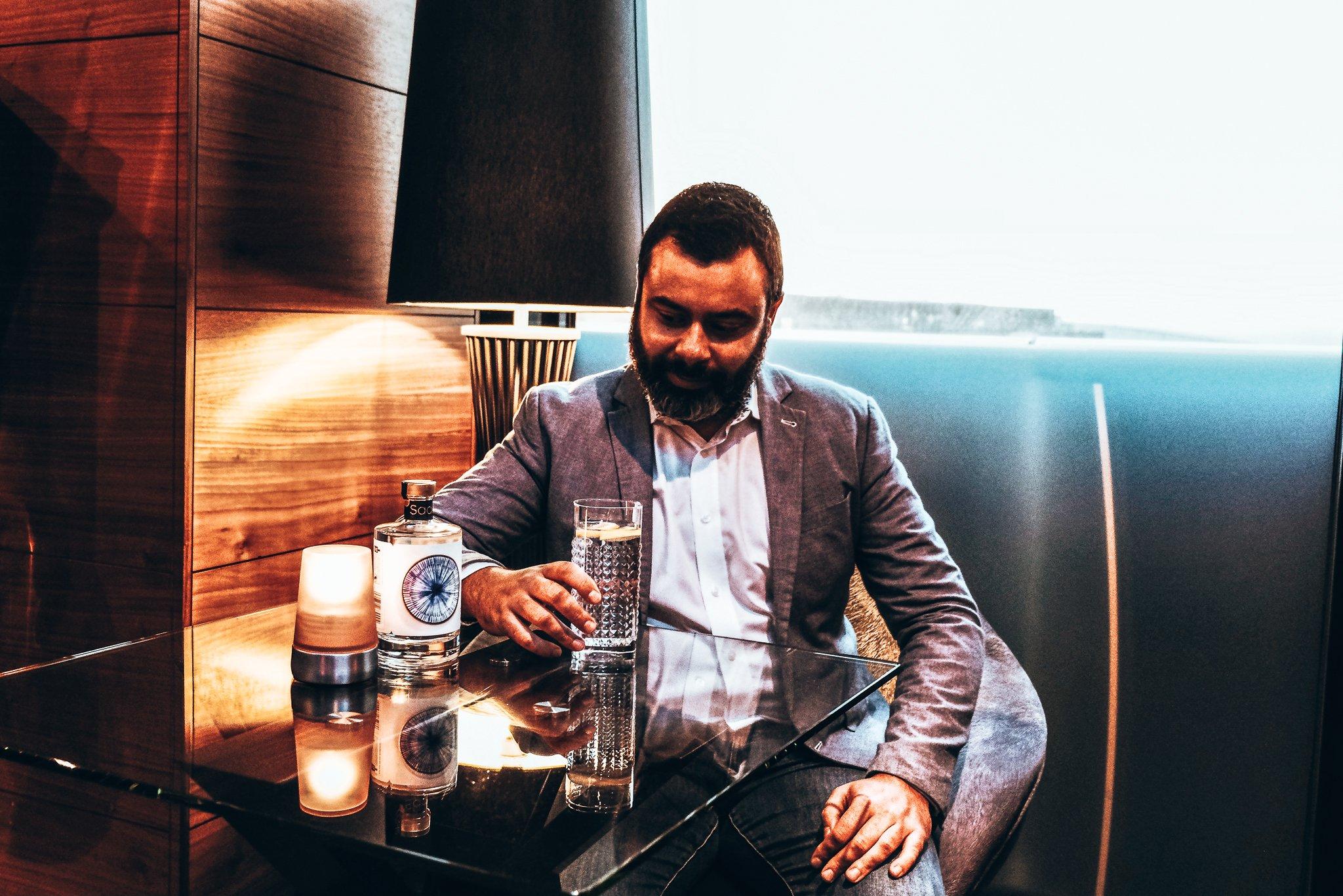 Adam Lejca, founder van Sado Gin, Alles over gin.