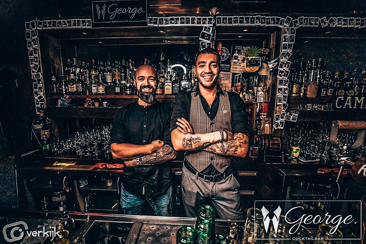 Dyon Seedorf als bartender bij George Cocktails & Food, Rotterdam, Alles over gin.