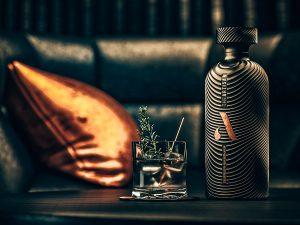 Het persoonlijke verhaal achter The Artisan Gin, cold distilled, Alles over gin.