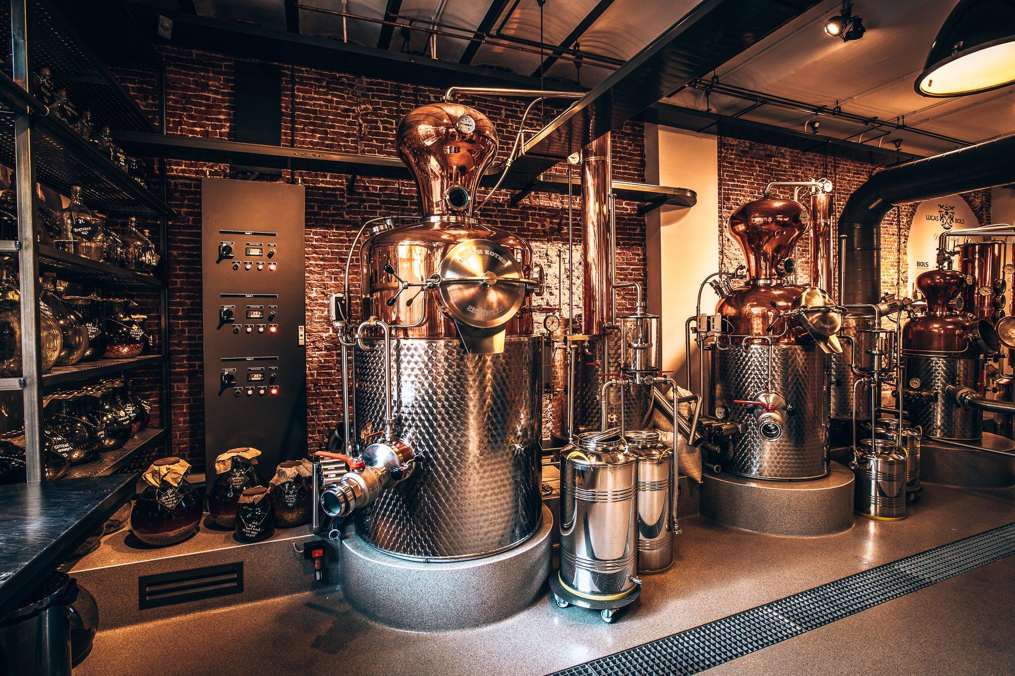 Distilleerderij van Lucas Bols, Amsterdam, Alles over gin.