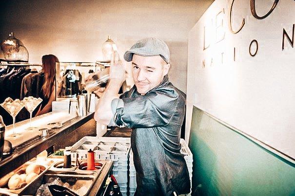Ian Bartos, Bartender, cocktails shaken, Alles over gin.-2